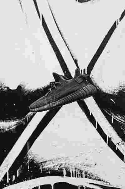 "YEEZY BOOST 350 V2 ""Triple Black"""